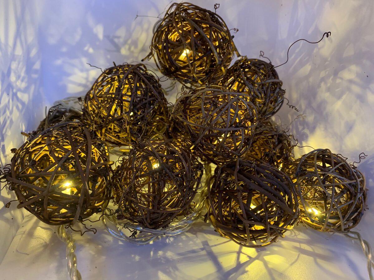 IZPĀRDOŠANA! Dabīgo vīnogulāju bumbu LED virtene