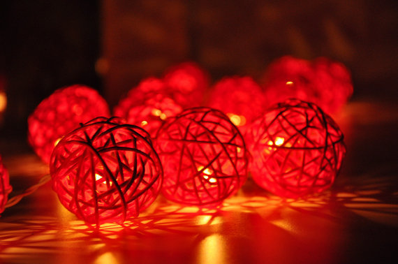 Rattan bumbiņu LED virtene ar elektrības pievadu